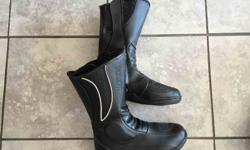 Ladies AXO Riding Boots. Size US 3. R350. Contact