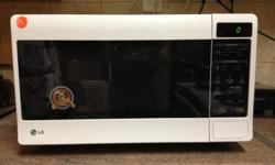 Lg microwave 30L. New price R 1100 asking R 600
