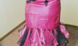 This gorgeous pink and black mermaid style dress has