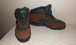 Mens suede hiking boots. Brand new. Size 9   Call: