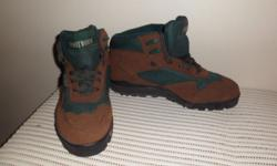 Mens suede hiking boots. Brand new. Size 9. Call: