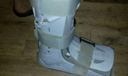 Right leg Moon boot for sale. Size 6-9. Price