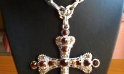 Beskrywing 0NE PIECE ONLY 10 x 7cm silver cross with