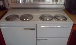 For sale a nice large white stove with 4 plates and 4