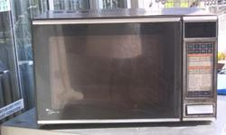 Microwave in good working order ideal for takeaways.