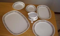 Beskrywing This dinner set is in excellent condition!!