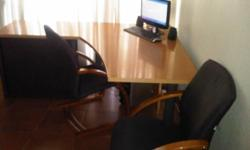 Beskrywing Office desk, with cridensa & 2 x chairs