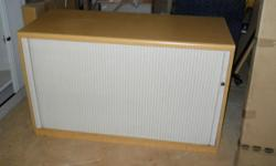Beskrywing Credenza's for sale from R500.00 - R650.00