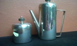 Old Coffee pot and sugar bowl in good condition.