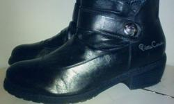 Im selling a fabulous pair of pierre cardin boots. Only
