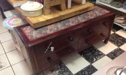 This beautiful Ottoman has 4 big drawers. The lovely