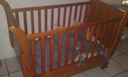 Beskrywing Pine Sleigh Cot with two adjustable levels.