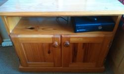 Pine trolley cupboard on wheels in good condition. R300