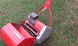 Professional Cylindrical Lawnmower with Grass Catcher.