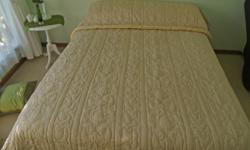 Beskrywing Handcrafted Queen size quilt with removable