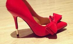 Red Bow Pointy Stiletto's for sales. Size 4 . Never