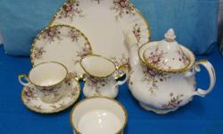23 piece bone china tea set consisting out of 6 x cups,