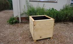 We offer you beautiful rustic planters for your