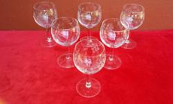 Set of 6 large grape cut wine glasses. In perfect,