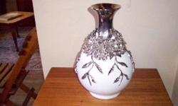 Vase for sale. excellent condition. Phone 0723766403