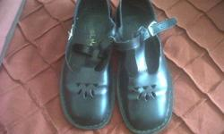 I have a pair of girls size 6 School Shoes for Sale.
