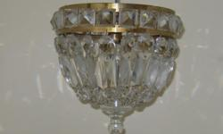 Beskrywing Quite old small crstal chandelier