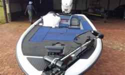 Beskrywing Boat Type: Sniper Pro 16 Engine type: