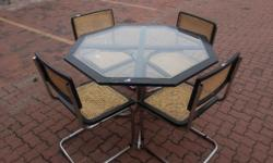 Table & 4 chairs In GOOD condition, A4155 R950 We can