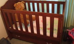 Beskrywing Baby cot for sale. Bigger than the standard