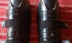 Thor knee guards, in excellent condition perfect for