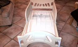 toddlers bed for sale - R600. Bed and mattress
