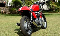 Triumph Thruxton café racer 2012 for sale. Only 4652km.