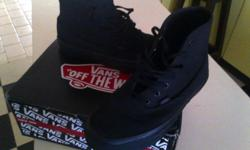 I'm selling my mono black size 6 vans boot for only