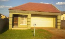 Vosloorus. Beautiful spacious family home offers 3 beds