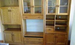 Beskrywing Solid oak 3 piece wall unit with bar section