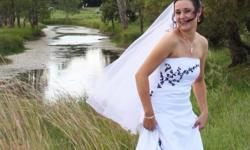 Beskrywing Wedding dress for sale, only used ones! Dry