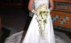 Beskrywing Desighers wedding dress PC MARY's from