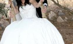 Beskrywing Wedding Dress - Size 14 - Ivory. Beautiful