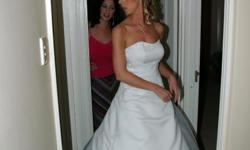 Beskrywing WEDDING DRESS FOR SALE. I BOUGHT IT AT THE