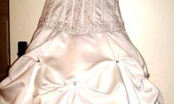Beskrywing wedding gown is for sale or Hire Hiring