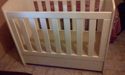 White cot in excellent condition with 2 large pulling