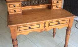 Collectible writing desk with 4 small drawers and 2