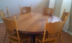 Beautiful Yellow wood round table in excellent